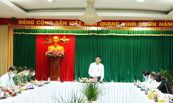 Phó chủ tịch UBND tỉnh Trần Văn Vĩnh phát biểu chỉ đạo tại buổi làm việc
